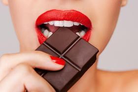 Вреден или полезен шоколад для зубов?