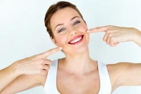 Акция! При отбеливании зубов — чистка в подарок!