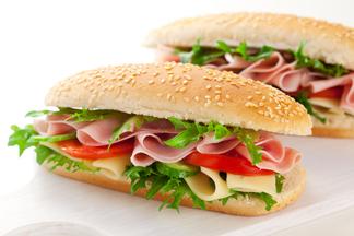 МОЗ призывает отказаться от бутербродов: комментарий диетолога