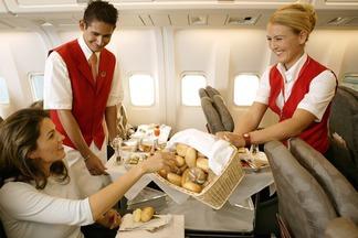 Как правильно питаться в самолете: универсальные советы