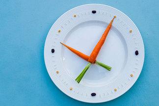 Утром — овощи, вечером — рыбу. Диетолог  о том, что икогда есть в течение дня