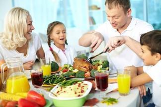 Как не набрать лишний вес на праздники: советы диетолога