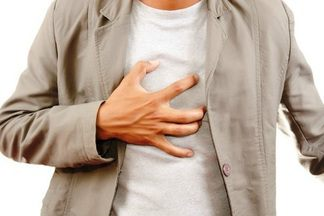 Боли в грудине посередине
