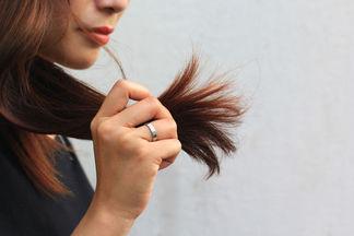 Как спасти посеченные кончики волос: 5 проверенных способов