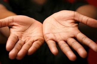 О каких проблемах со здоровьем могут сообщить руки