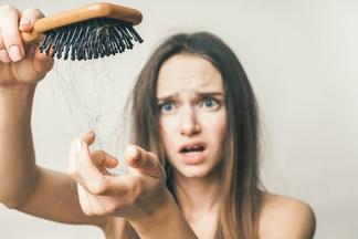 Сезонные проблемы: как избавиться от выпадения волос