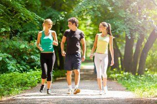Ученые рассказали, сколько нужно двигаться пешим шагом ежедневно