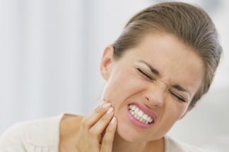 «Если не будете лечить десну, рискуете потерять зубы». Разговор со стоматологом