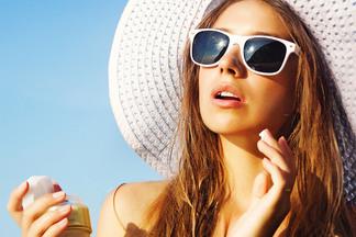 Как выбрать солнцезащитныйкрем для пляжа и города? Изучаем аптечные средства