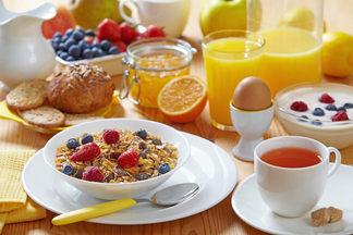 Полезный завтрак: что нужно кушать по утрам