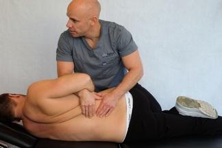 Как действует хиропрактика, и имеет ли она реальный эффект для здоровья спины