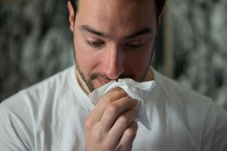 Мужчинам действительно хуже: почему они тяжелее переносят простуду и грипп