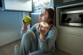 Ученые признали поздний ужин безопасным для здоровья