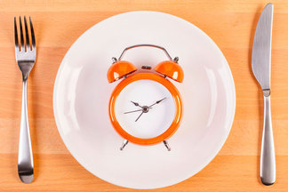 Интервальное голодание: вредили польза? Мнениятрехэкспертов