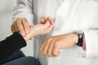 Как быстро справиться с учащенным сердцебиением: эффективные способы
