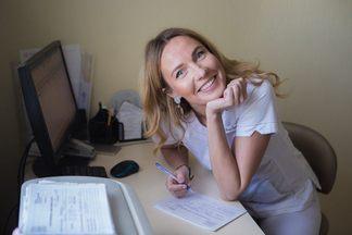 «Пью кофе, ем сладкое ипользуюсь обычной щеткой»: стоматолог честно о своих привычках
