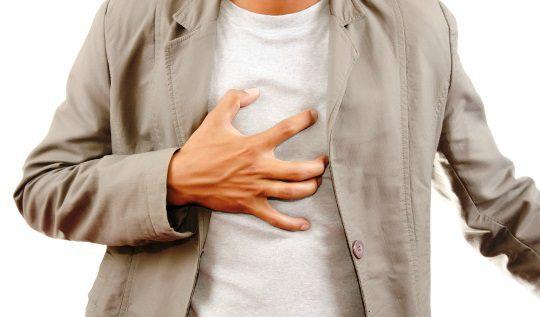 Боли в грудной клетке посередине при вдохе, тяжело дышать